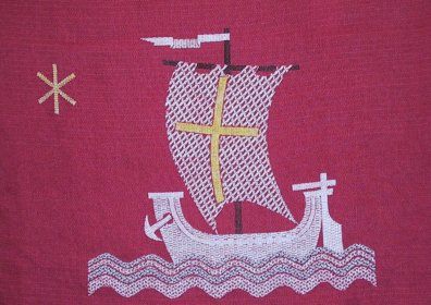 weinroter Wandfries mit Segelschiff