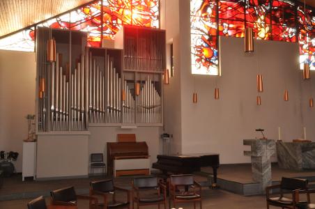 Orgel und Altar in der Bruderkirche