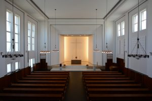 Blick von der Empore auf den Altarraum