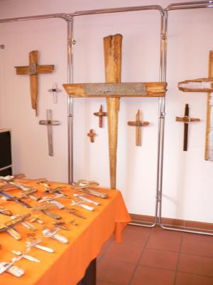 Kreuze in vielen Größen – Auferstehung